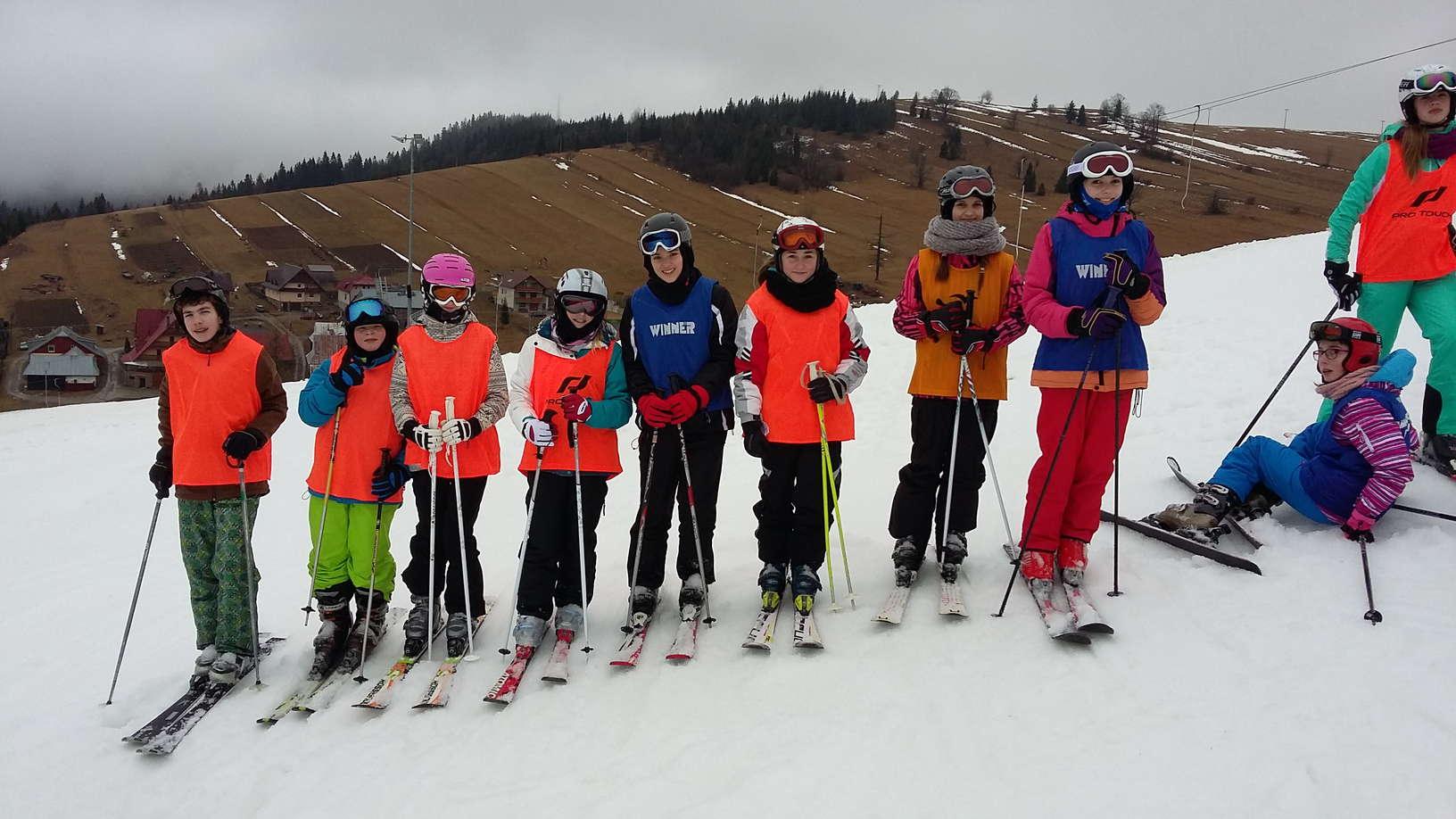 lyžiarske svahy a lyžiari 13